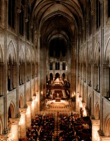 A microphone's view of the interior of Notre-Dame in a concert performance of the Vespers prior to the recording.